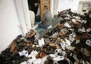 В Пакистане террорист установил бомбу в обуви члена парламента