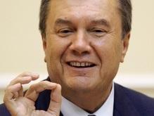 Янукович: Чем больше будет внуков, тем крепче будет дед