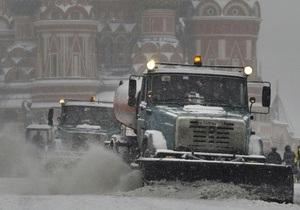 В России из-за сильного снегопада парализовано движение между Москвой и Петербургом
