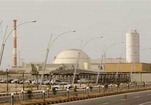 Иран начал загружать ядерное топливо в свою первую АЭС в Бушере