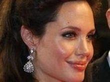 Анжелина Джоли легла в родильный дом