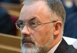 Ъ: Янукович намекнул, что Табачнику отставка не грозит