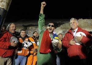 Спасенные чилийские шахтеры получили в подарок от Apple по iPod