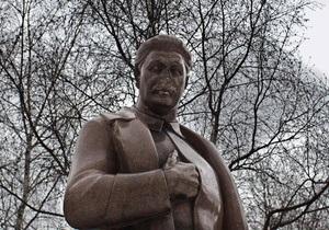Оппозиционный Кабмин требует от Генпрокуратуры не допустить установления памятника Сталину