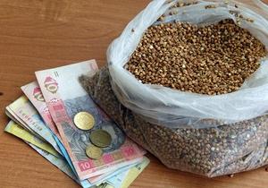 Азаров исключил дефицит гречки в Украине