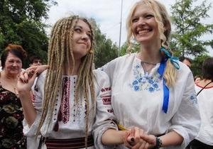 Украинцев призывают прийти послезавтра на работу в вышиванках