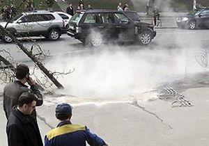 ЧП на Минском массиве в Киеве: Из-за трещины в асфальте женщина упала в кипяток