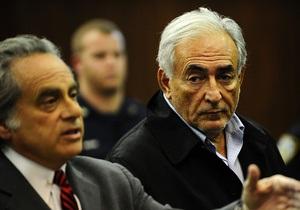 Адвокаты Стросс-Кана заявили, что не пытались подкупить горничную