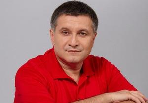 Аваков заявил, что возвращается в Украину