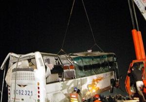 В Китае автобус упал в пруд, из воды не смогли выбралься 11 человек