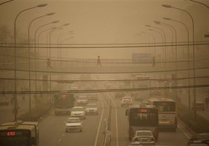 На Пекин вновь обрушилась пылевая буря