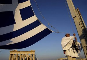 Греческая экономика сократилась еще на 5%