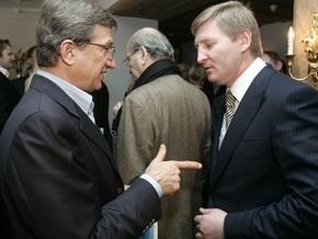 Корреспондент: Украинские олигархи скупают заводы по всему миру