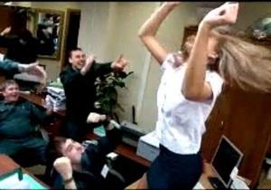 Владивостокских таможенников, снявших скандальный клип, лишили премий