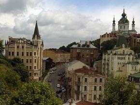В центре Киева появился памятник из булыжников