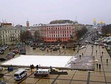 Конгресс националистов грозится снести каток на Софийской площади