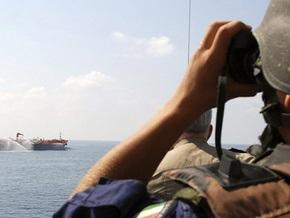 Захваченное судно с украинским экипажем идет к одной из баз пиратов