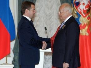 Медведев вручил Черномырдину орден