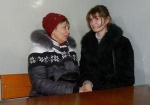 Жестоко избитая Александра Попова впервые пришла в суд над своим обидчиком