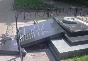 В Киеве на Подоле неизвестные разрушили памятник афганцам