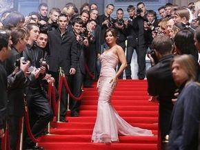Ани Лорак на свадьбе будет в платье кораллового цвета