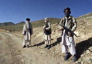 В Афганистане талибы захватили самолет НАТО и подорвали автобус с мирными жителями