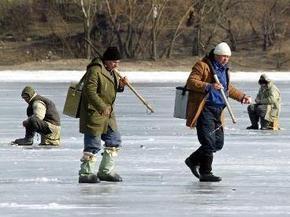 В Кировоградской области, провалившись под лед, погибли трое рыбаков