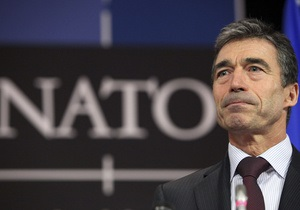 Генсек НАТО выступил против поставок оружия противникам Каддафи