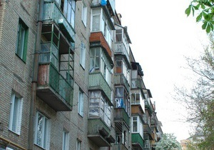 В Полтавской области из окна второго этажа выпала двухлетняя девочка