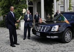 Автомобиль Обамы застрял в воротах в Дублине. Президенту пришлось пересесть в другую машину