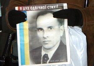В Луганске состоялась акция протеста против лишения Бандеры звания Героя Украины