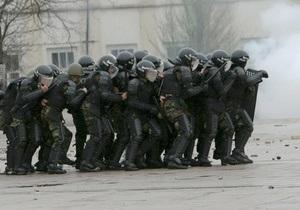 В охваченный беспорядками Бишкек прибыл спецназ