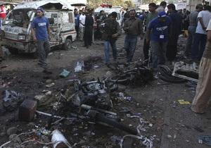 В Пакистане смертники подорвали военный конвой: десятки погибших