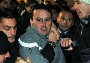 42-летний миланец напал на Берлускони из-за  возмущения его политикой