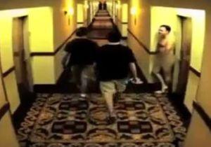 Новый хит YouTube - голый мужчина в отеле
