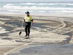Власти Австралии закрыли десятки пляжей из-за огромного нефтяного пятна