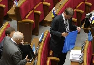 Литвин попросил депутатов убрать из зала Рады всю партийную символику