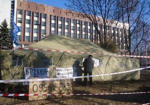 В Донецке чернобыльцы установили новую палатку, взамен снесенной 17 ноября