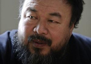 Китайскому художнику Ай Вэйвэю разрешили увидеться с женой