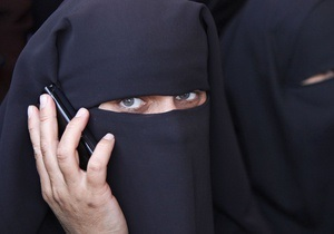 Американская компания выплатит бывшей сотруднице $5 миллионов за сорванный на работе хиджаб