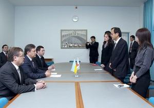 Янукович пригласил в Артек 250 маленьких японцев