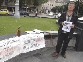 Во Львове милиция задержала мужчину, требовавшего расследовать гибель своего сына