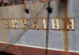 Азаров предложил переименовать ракетный крейсер Украина