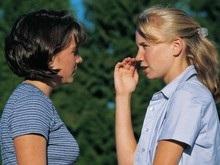 Ученые выяснили, почему девочки говорят больше мальчиков