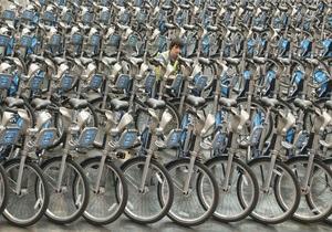 В Киеве появились пять новых велопарковок