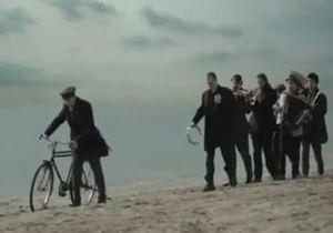 Греческие страховщики выпустили драматичную рекламу с музыкой Бреговича