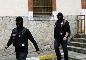 В Тулузе неизвестный, заявивший о связи с Аль-Каидой, захватил четырех заложников
