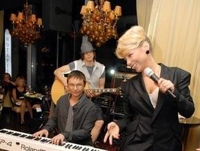 Фотогалерея: Кароль спела в ресторане