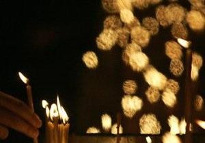 Жители Севастополя зажгли свечи в память о жертвах терактов в России