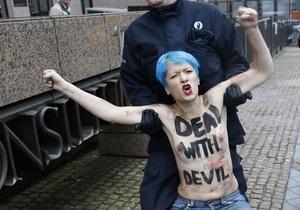 В Брюсселе задержали встречавших Путина активисток FEMEN